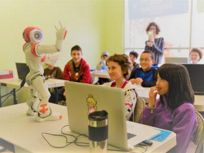 """""""Robot Öğretmenler Geliyor"""""""